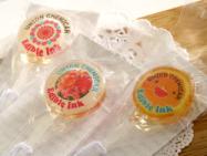 ご注文可能なプリントキャンディ。可食インクジェットインクで写真やキャラクターを印刷した可食シートを挟み込んだ棒つきキャンディ