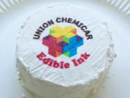 生クリーム(ホイップクリーム)の上に、可食インクジェットインクでデザインを印刷し、プリントケーキに