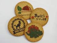 海外で市販されている(輸入食品)クッキーに、可食インクジェットインクでダイレクトプリント。濃い色のデザインにすると目を引く仕上がりになります。