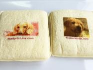 市販のサンドイッチに可食インクジェットインクでダイレクトプリント。食パンの水分量によりますが、このパンには非常にきれいに印刷できました。
