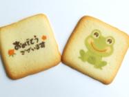 市販のクッキーに天然色素の可食インクジェットインクで印刷。合成色素に比べるとインクの発色が淡くなります。