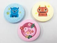 市販の固形入浴剤に可食インクジェットでイラストをプリント。キャラクターデザイン入りの入浴剤ができたら可愛いかも?!