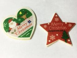 ハート型と星型の焼き菓子シートにクリスマスイラストを可食プリント。