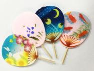 うちわ型和風菓子にイラストをプリント